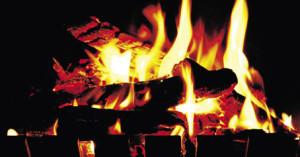 Braskaminen ger både värme och minskade utsläpp.