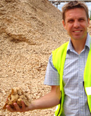 The Mantex Flow Scanner analyzes the chemical composition of wood chips and other biomass fuels. CEO Erik Odén.