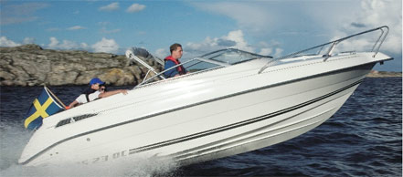 Vacuum Injection for Cleaner Boat Building